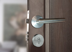 Lock repair and replace and check in local locksmith Brighton region